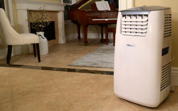 Climatiseur mobile sur le sol
